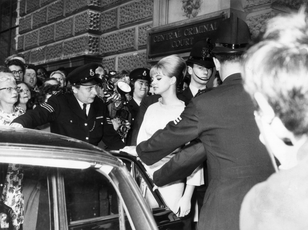 Mandy Rice-Davies leaving the Old Bailey in July 1963 after giving evidence at Stephen Ward's trial (© Getty Images).